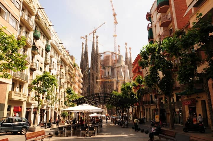 Sagrada Familia VIEW apartment with A/C and Wifi: monthly rental
