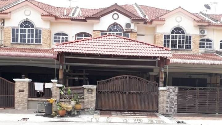 Al Aziz Homestay Ipoh - Your Home Away From Home!