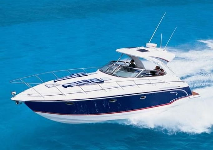 Private Yacht Stay/Charter 37 PC Formula - Miami Beach - Boat