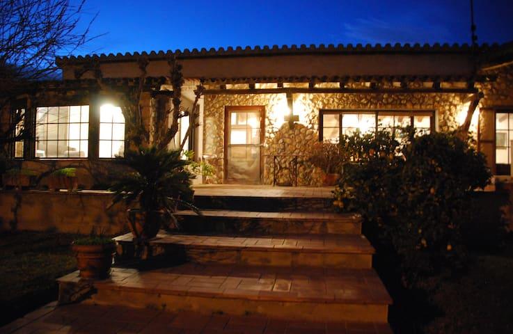 Acollidora casa rústica a L'Empordà - Albons