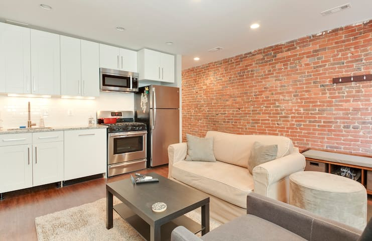 Charming row house with fireplace near everything