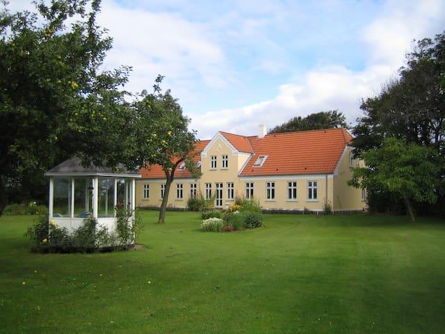 Den Gamle Præstegård H1, Holmsland