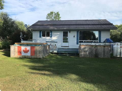 Riverfront Family Cottage - Newly Renovated