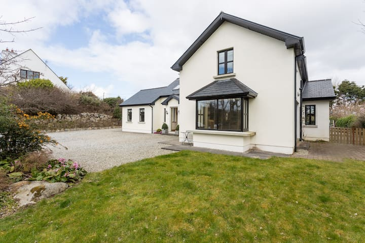Luxury 3 BD Family Home Barna  - Galway - Huis