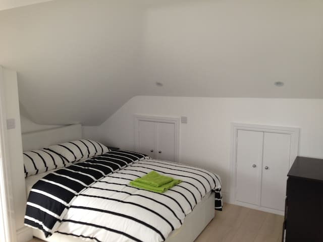 Nice clean private loft in wembley