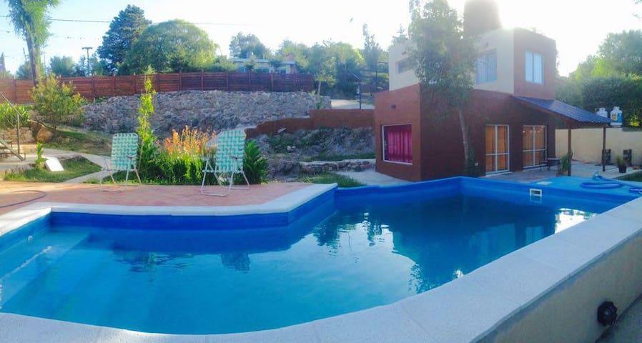 A estrenar casa con piscina y todo el comfort - Punilla - 一軒家