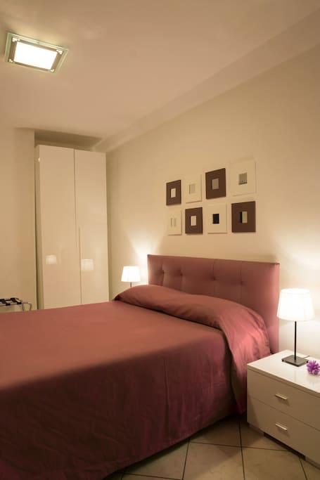 panoramica stanza con armadio
