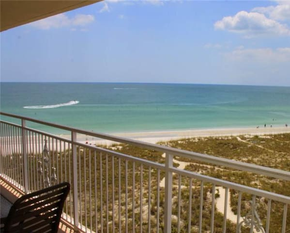 Condo 26ft balcony full beach view - Madeira Beach - Flat