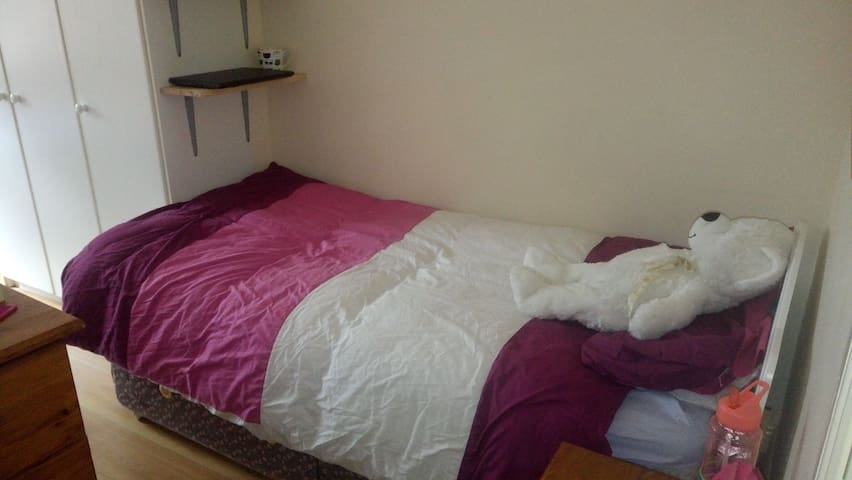 Apartment only for girls. One single bed avaible