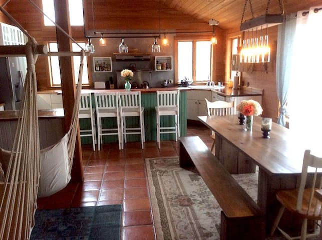Stunning Cabin 1 Hour to Asheville! - Bakersville - House