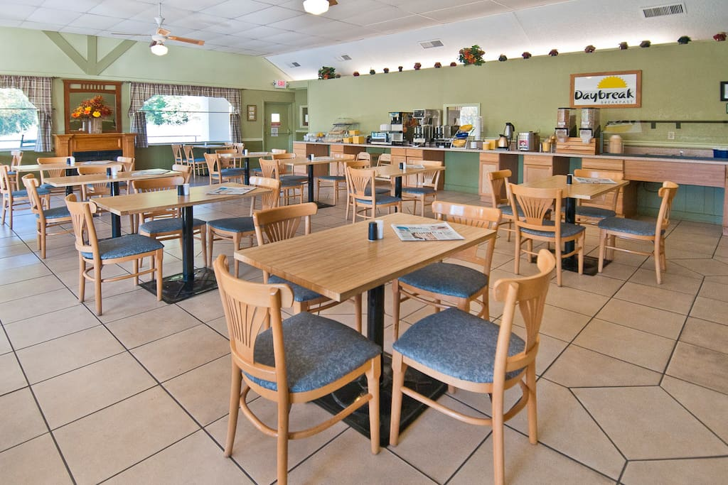 Free breakfast and free southern supper daily