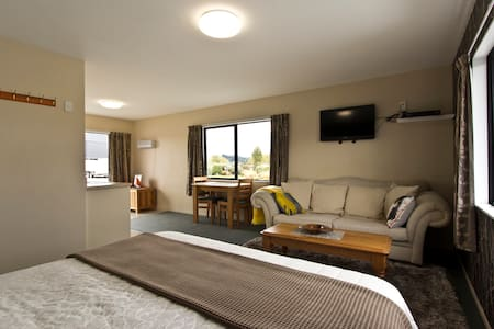 Tussock Inn Self contained flat - Te Anau