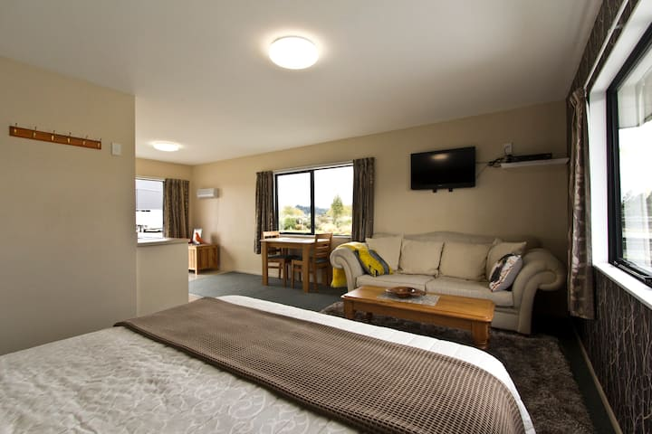 Tussock Inn Self contained flat