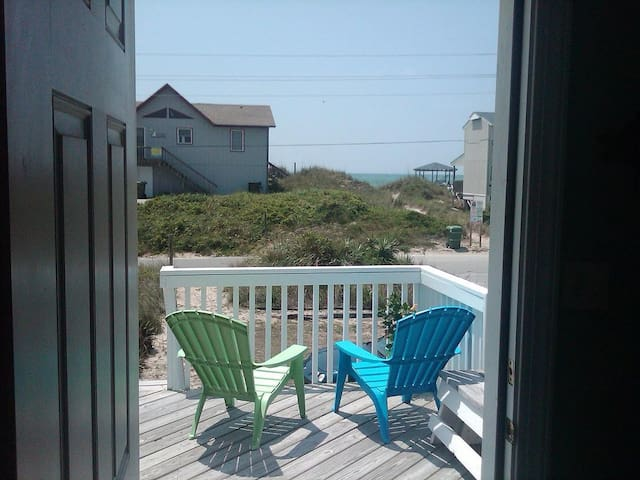OCEAN & SOUND VIEWS, steps to beach - Emerald Isle - Casa