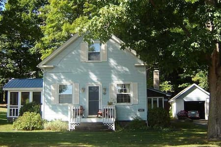 Cozy Antique House - Suffield