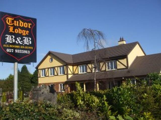 Tudor Lodge Bed & Breakfast Twin or Double Room L6