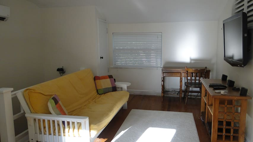 Beach Bungalow - Neptune Beach - Talo