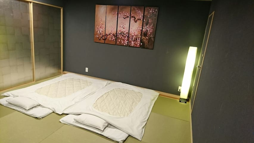 2 Rooms up to 12 people 5min from Shinjuku Sta.