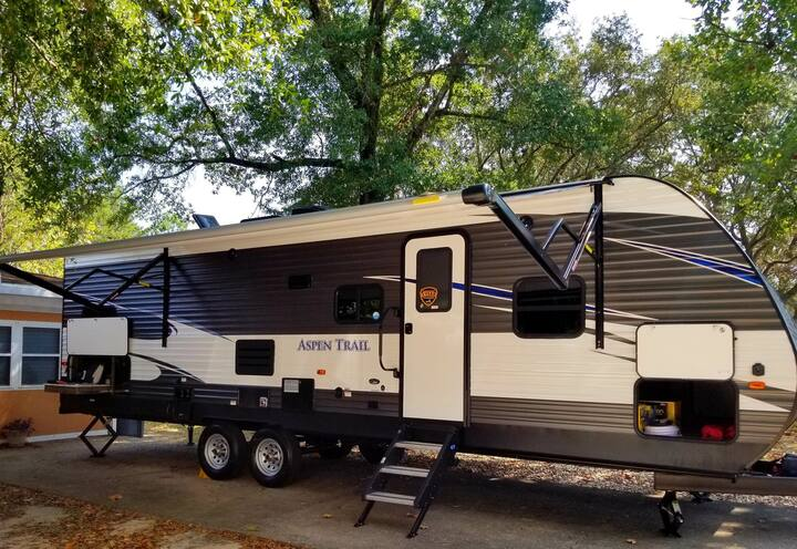 Brand New 2020 33ft camper/travel trailer