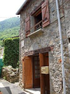 Maison en pierre du pays Le Parédal - Auzat
