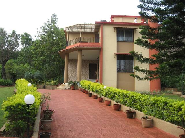Luxury 4BD Villa - Anmol at Girivan - Pawana - Hus