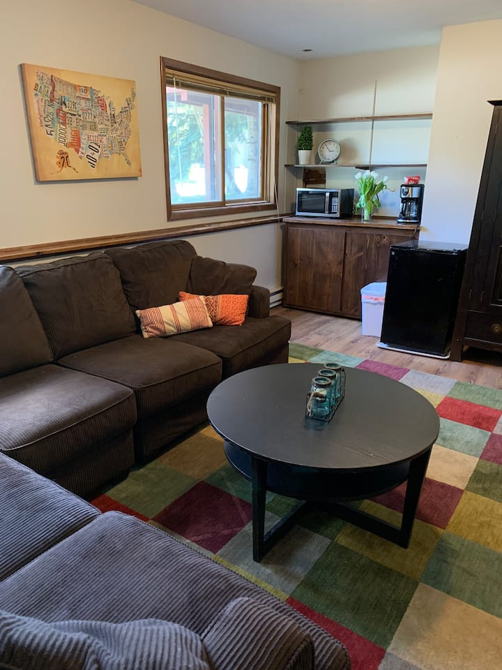 Private Suite 3 blocks from Main St