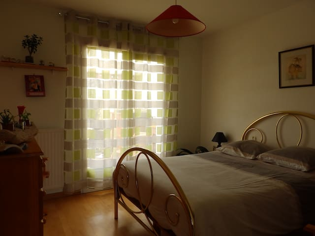 Chambre au calme - Quéven - House