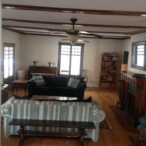 Lovely Older Home - West Hartford - Dom