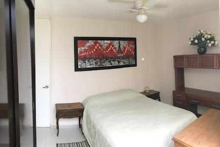 Hermosa habitacion privada con todos los servicios