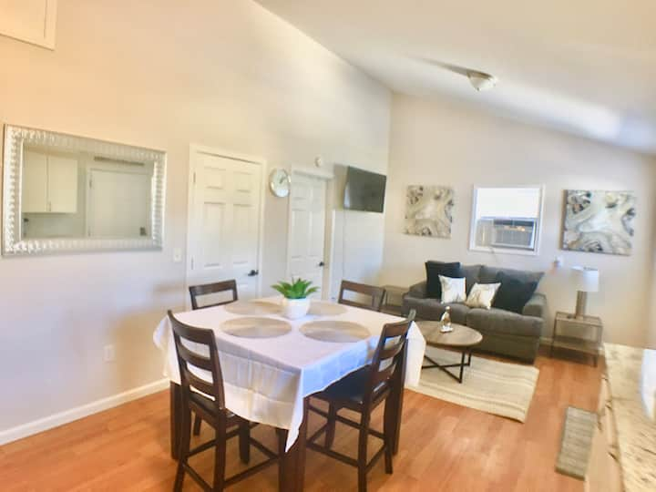 Cozy/ Entire Apt.Private Entry.15 min from Airport