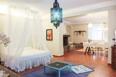 amazing apartment in a old cave in a farm - Arezzo