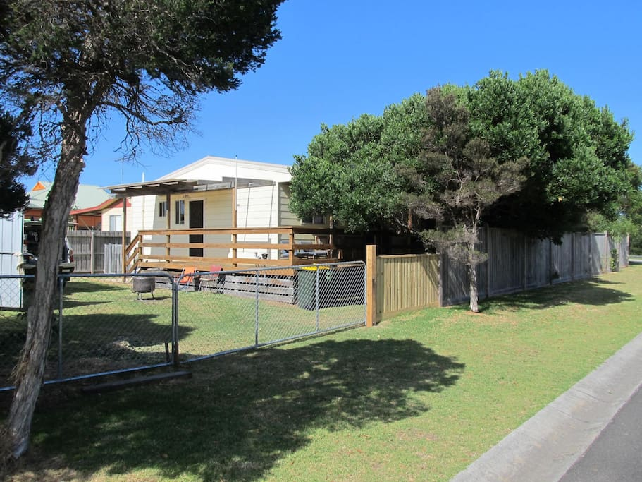 Golden sands beach house houses for rent in cape for Beach house designs phillip island