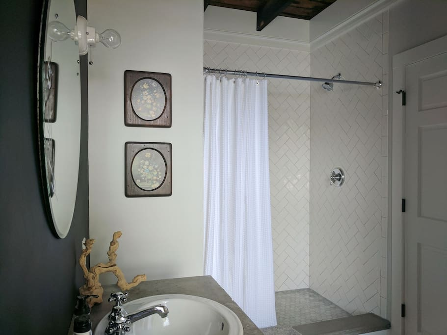 Private, attached bath