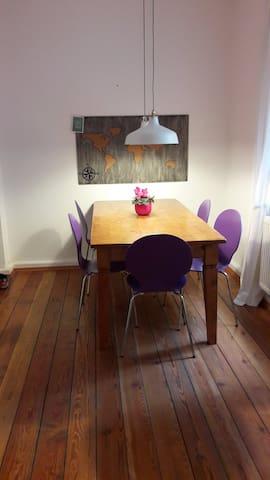 Schönes gemütliches Zimmer in Altbauwohnung - Stuttgart - Apartmen