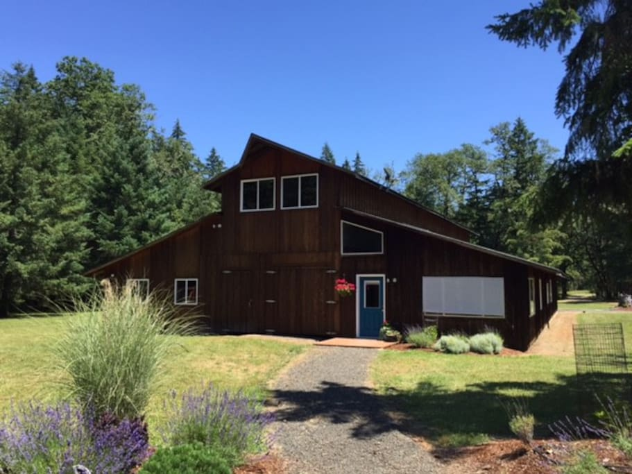 beautiful barn home minutes to wineries eugene houses With barn rentals oregon