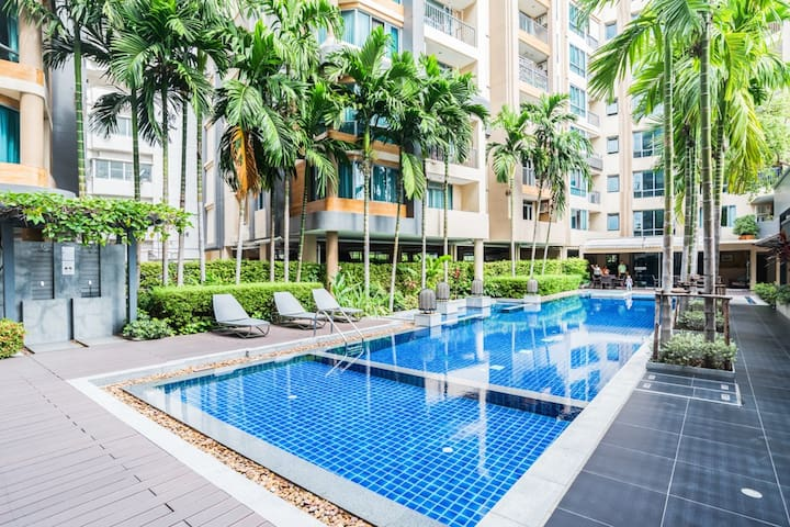 Natural Living near Sathorn/POOL/GYM/WIFI