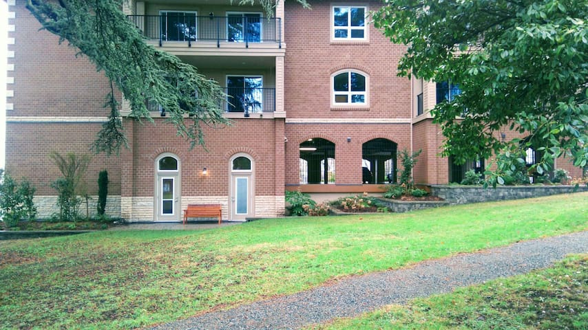 Private 1 bedroom w/Parking - Nanaimo - Flat