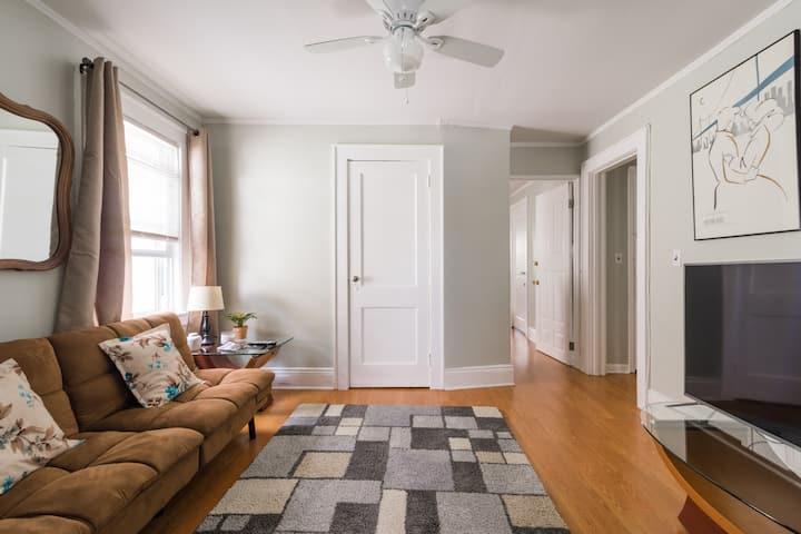 ⭐️ 2 Bedroom Apartment in Friendly Neighborhood