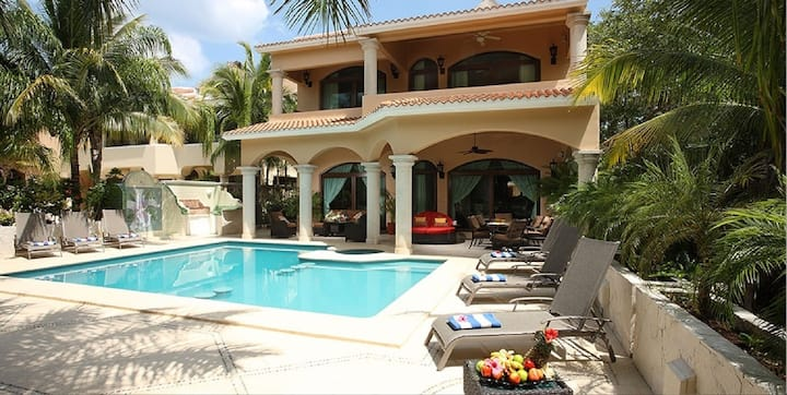 Amazing Spacious Villa with Private Heated Pool