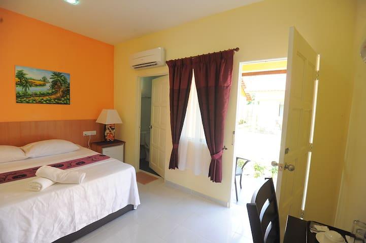 Chenang Inn Hotel (Deluxe Room)