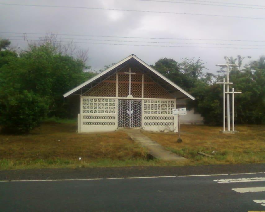 Iglesia de San Vicente, frente a mi casa.