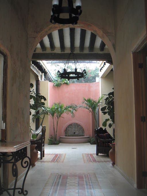 Entryway with fountain