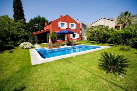 ♥ COSY EDEN RETREAT WITH PRIVATE POOL & PARKING - Čelopeci