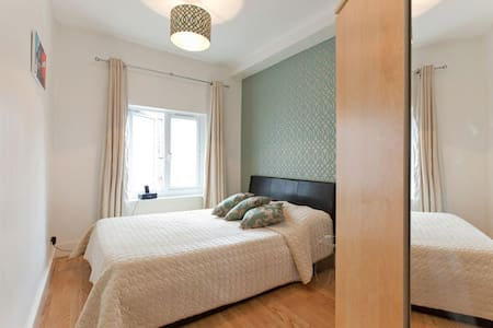 9: Next to Charing cross station - London - Apartment