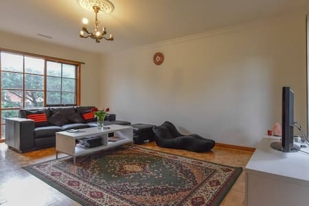 Private, Spacious & Cosy house  - Elsternwick