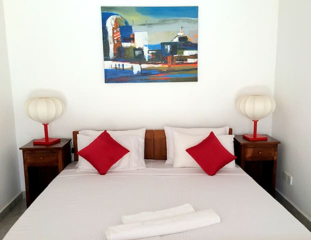 The Horton Place - Aqua Room
