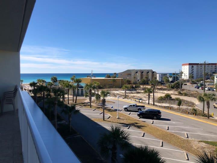 Beautiful 2br/2bath Ocean View Condo with Balcony