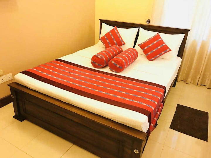 Air conditioned Private Double Room/ Golden Villa