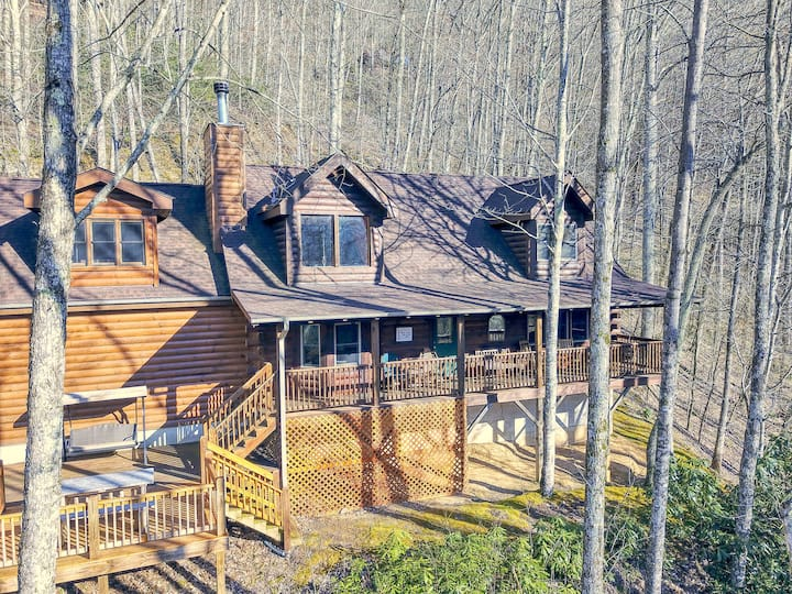 Tess Cabin in Gated Smoky Mountain Retreat Commun.