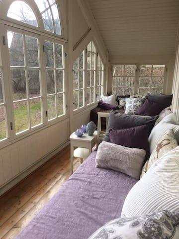 Dream rooms with private beach next to Kon-Tiki